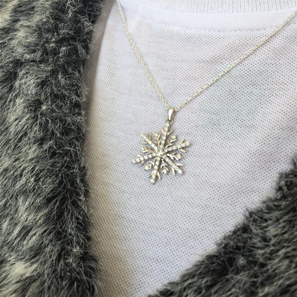 18ct White gold Snowflake necklace with fur jacket